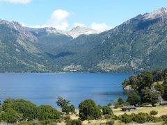 Lago_Huechlafquen_Juni_de_los_Andes.jpg