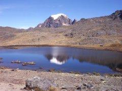 Akhamani_Apolobamba.jpg
