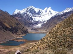 Laguna_Jahuacocha_Cordillera_Huayhuash.jpg
